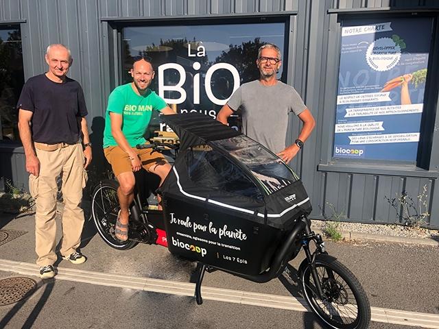 Un vélo-cargo aux couleurs des 7 Épis
